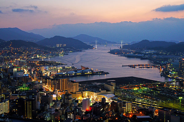 Night view of Nagasaki city seen from Mount Kompira Nagasaki City view from Hamahira01s3.jpg