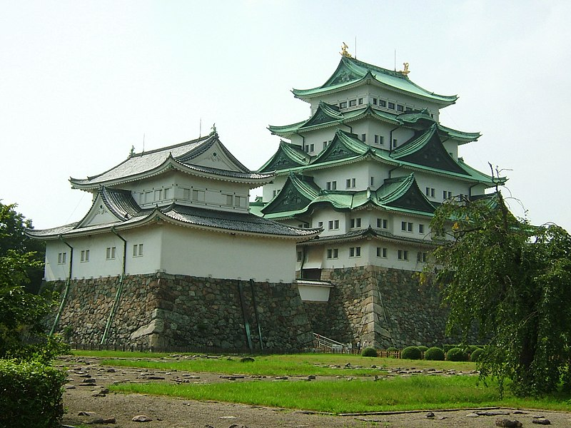http://upload.wikimedia.org/wikipedia/commons/thumb/c/ce/Nagoya_Castle_01.jpg/800px-Nagoya_Castle_01.jpg