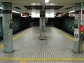 Nakazakicho station platform 2006.jpg