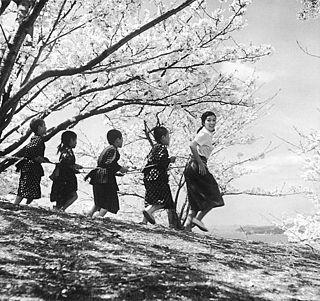 <i>Twenty-Four Eyes</i> 1954 film by Keisuke Kinoshita