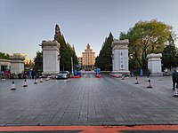 Northeastern University South Lake Campus Gate in Shenyang 01.jpg