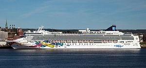 Norwegian Jewel (ship, 2005).jpg