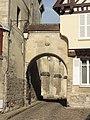 Noyon (60), cathédrale Notre-Dame, officialité, passage vers la rue Corbault.jpg