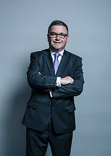 Official portrait of Robert Buckland.jpg