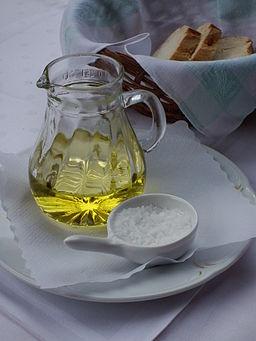 Olivenöl Weißbrot und grobes Salz