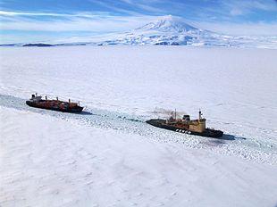 Define icebreaker
