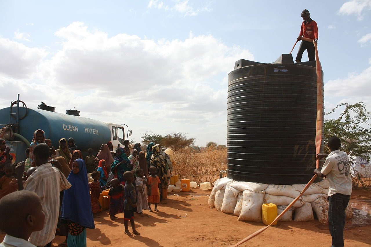 File:Oxfam East Africa - A new water tank is filled at IFO camp.jpg