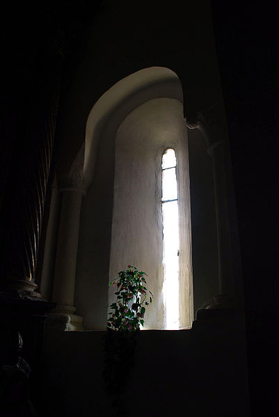 File:Páramo de Boedo Church of Nuestra Señora de la Natividad 020 Romanesque window interior.jpg