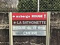 Panneau au bas de la Montée de la Paroche (Saint-Maurice-de-Beynost).jpg