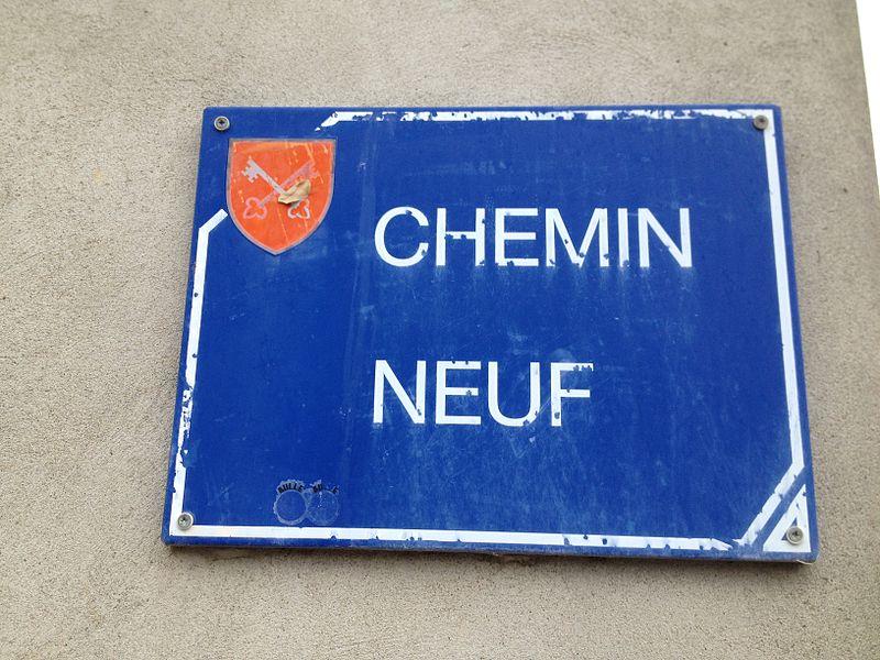 Panneau du chemin neuf à Saint-Maurice-de-Gourdans.