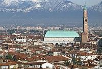 Panorama di Vicenza e la Basilica Palladiana con la Torre Bissara.jpg
