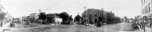 Panoramic photograph of the principal street of Akron, Iowa LCCN2007662792-cropped.jpg