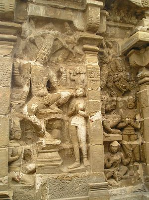 Tiru Parameswara Vinnagaram - Sculptures on the walls of the temple