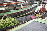 Pasar Terapung Lok Baintan pisang.jpg