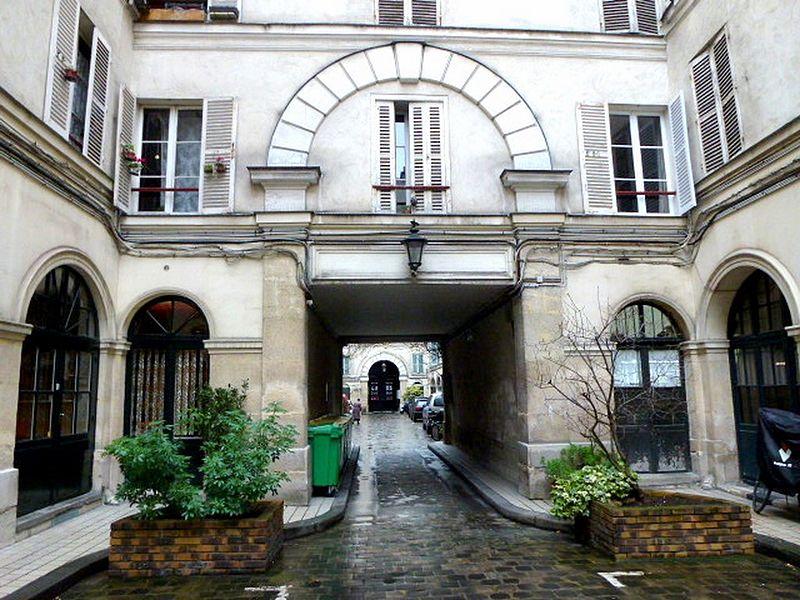 File:Passage Delanos première cour 2.JPG