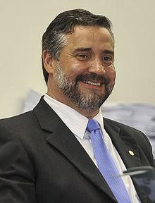 http://upload.wikimedia.org/wikipedia/commons/thumb/c/ce/Paulo_Pimenta_2012.jpg/220px-Paulo_Pimenta_2012.jpg