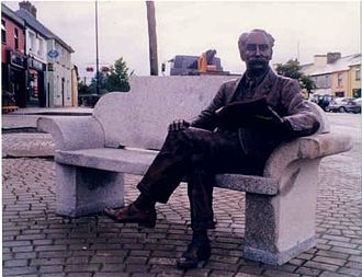 Percy French - Bronze figure of Percy French in the main square of Ballyjamesduff.
