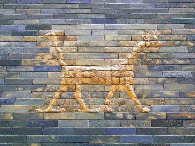 Figura de dragón en la Puerta de Istar. Museo de Pérgamo, Berlín. Foto: Wikipedia