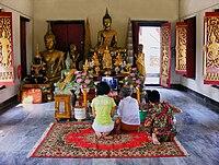 http://upload.wikimedia.org/wikipedia/commons/thumb/c/ce/Phra_Buddha_Suwannaphetar.jpg/200px-Phra_Buddha_Suwannaphetar.jpg