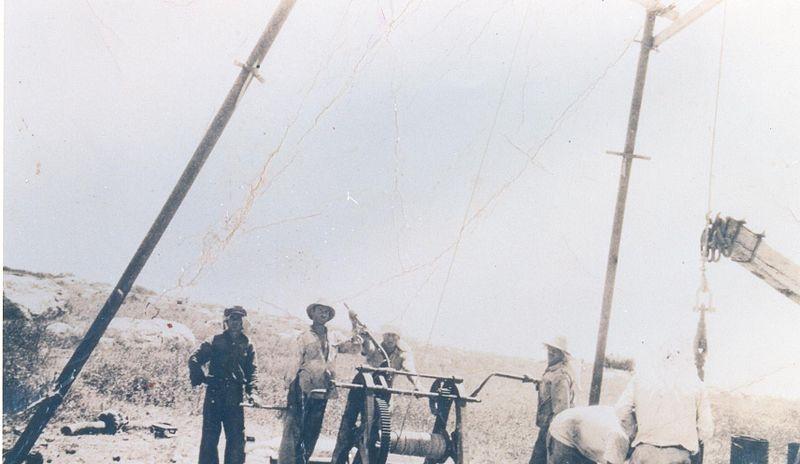 פועלים ליד באר מולר בכפר אתא
