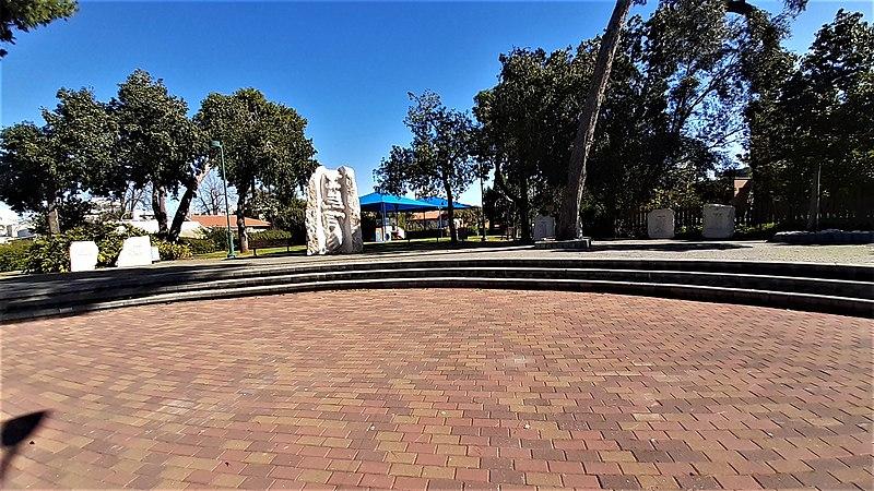 כפר הדר אנדרטה למייסדים