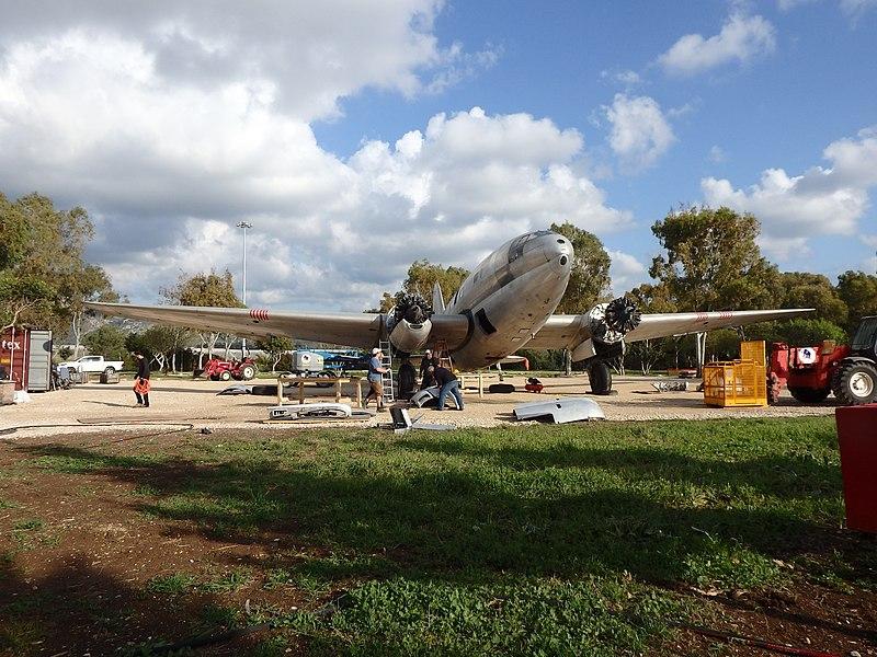 בניית המטוס במחנה עתלית