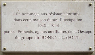 """Carlingue - Commemorative plaque at rue Lauriston in tribute to the victims of the French Gestapo. The plaque was removed during construction work in April 2014 and replaced with new sign with the far less specific """"Hommage aux héros de la Résistance 1940-1944"""" written upon it. By July 2015, the sign was again replaced with the original text, as it now (July 2016) stands."""