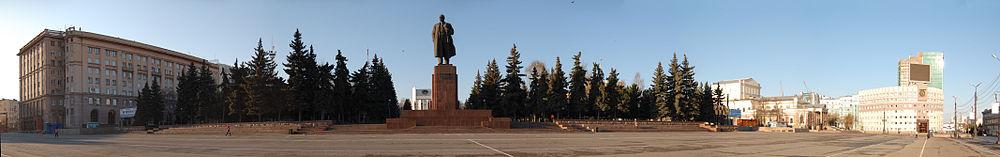 Площадь Революции и памятник В. Ленину