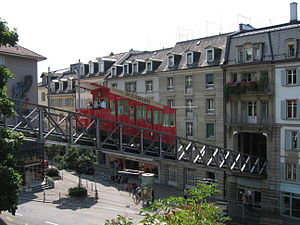 Polybahn - Car leaving the lower station across the viaduct over Seilergraben