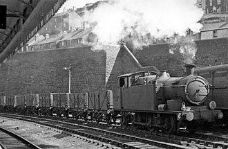 Pontypridd railway station - Image: Pontypridd Station geograph 2558326 by Ben Brooksbank