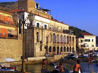 Santa Maria di Castellabate - Image: Porte delle gatte