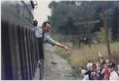 Præsident Bush vinkede fra toget uden for Bowling Green under sin fløjte-stop-kampagne