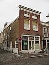 foto van Hoekpand, lijstgevel, waarvan de zijgevel, aansluit bij Kleine Kalkstraat 3-5