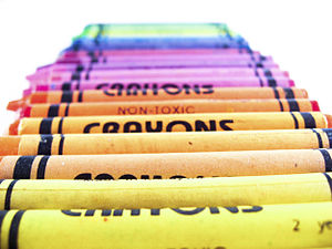 English: crayons of rainbow color