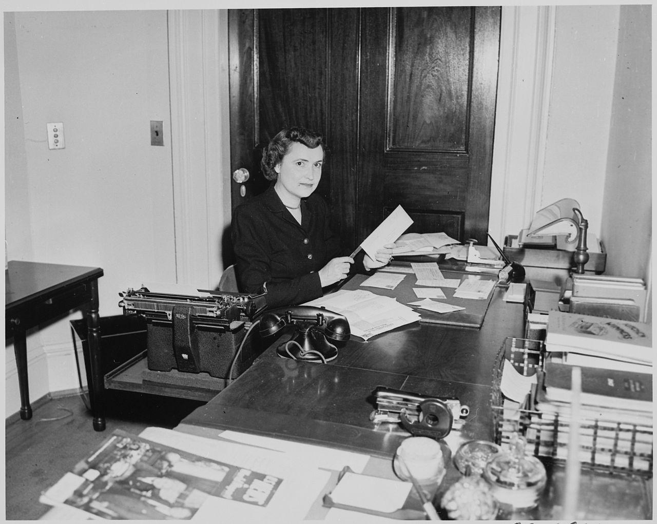 File:Reathel Odum, secretary to Bess Truman, working at her desk ...