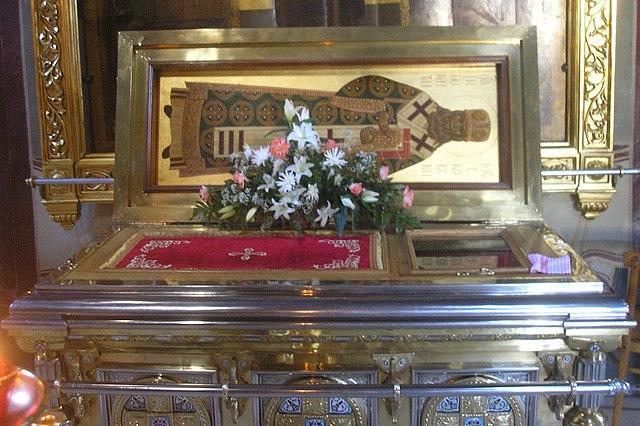 https://upload.wikimedia.org/wikipedia/commons/thumb/c/ce/Relics_of_Saint_Innocent_of_Alaska_aka_Saint_Innocent_of_Moscow.jpeg/640px-Relics_of_Saint_Innocent_of_Alaska_aka_Saint_Innocent_of_Moscow.jpeg