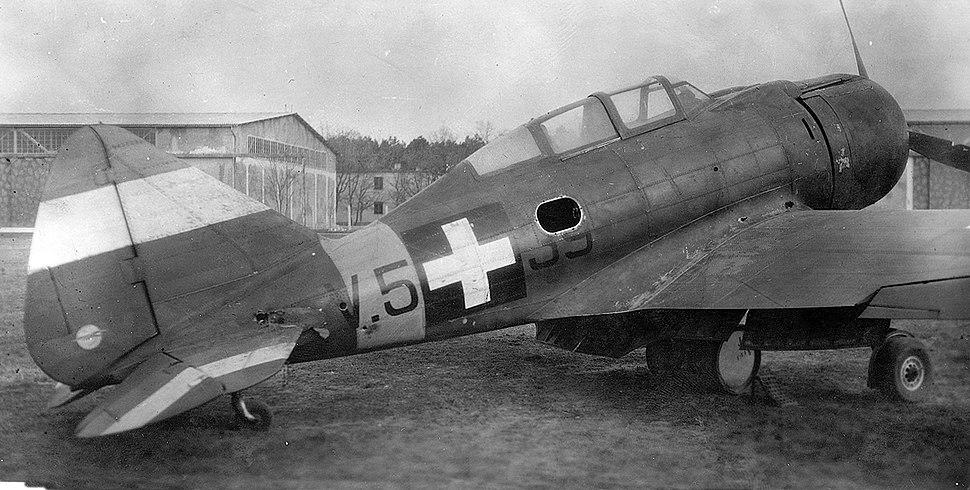 Repülőtér, 1944. április 13. Kass Ferenc őrmester légiharcban megsérült MÁVAG Héja II. vadászrepülőgépe. Fortepan 9233