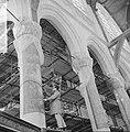 Restauratie Oude Kerk aan het Oudekerksplein, de restaurateur aan het werk, Bestanddeelnr 917-6444.jpg