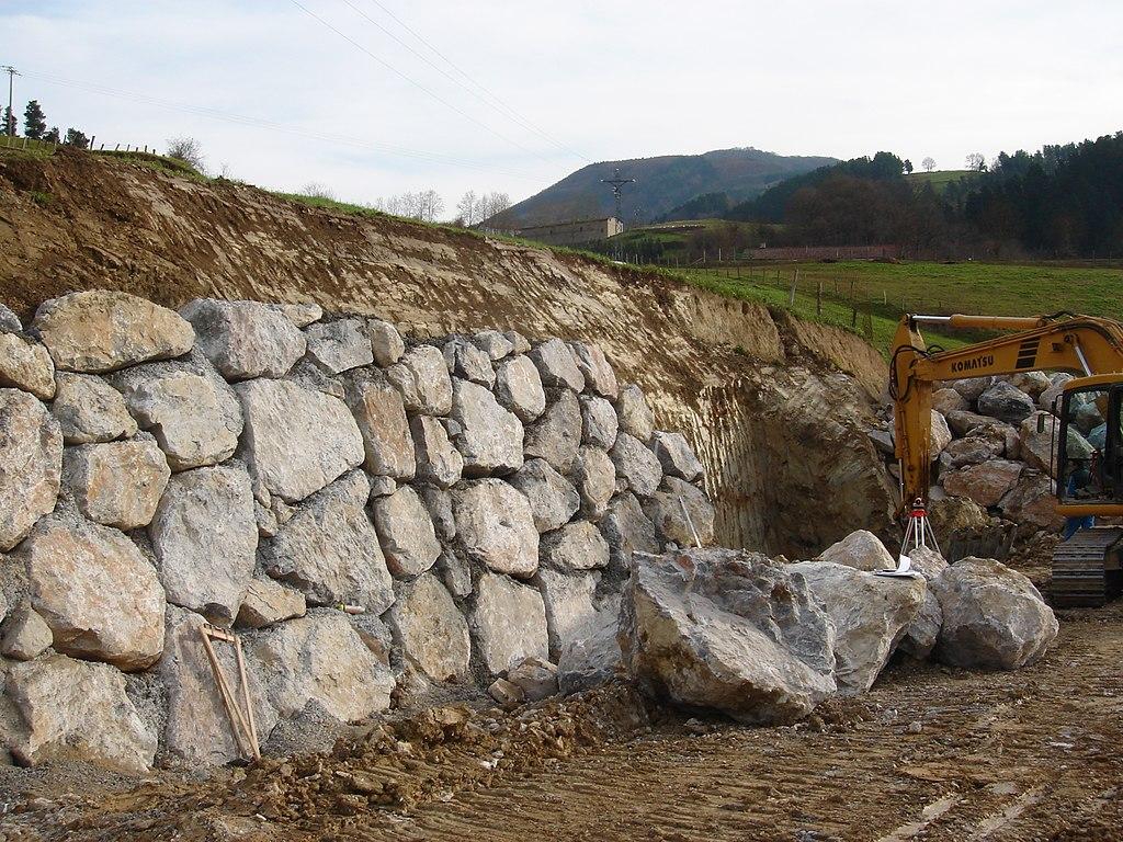 fileretaining wall gravity stonejpg - Gravity Wall Design