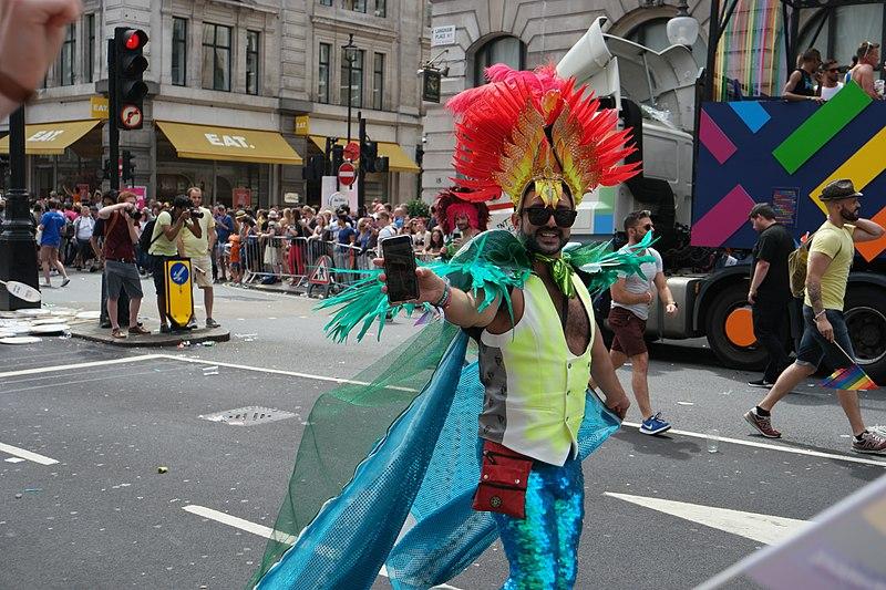 File:Rogue drag queen (34994213423).jpg