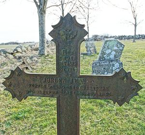 Rolsø Kapel - A cast iron cross with information about the deceased cast into the cross