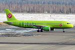 S7 - Siberia Airlines, VQ-BOA, Airbus A320-214 (25745800772).jpg