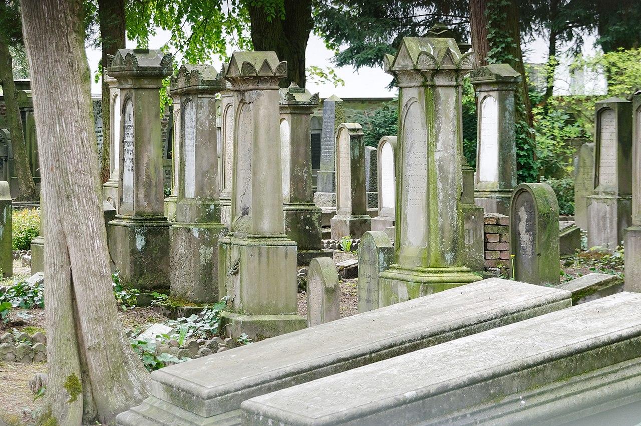 SG Jüdischer Friedhof, Grabsteine DSC 8809 PK.jpg