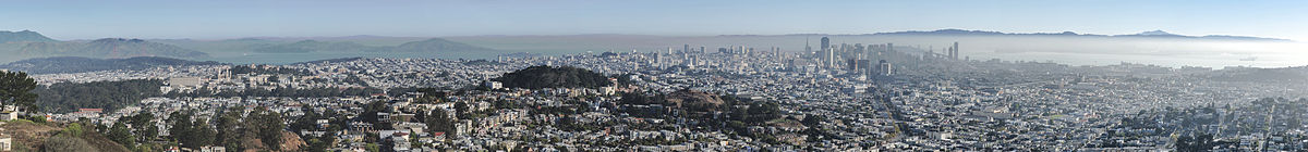 180° panoramic view over San Francisco photographed from Twin Peaks