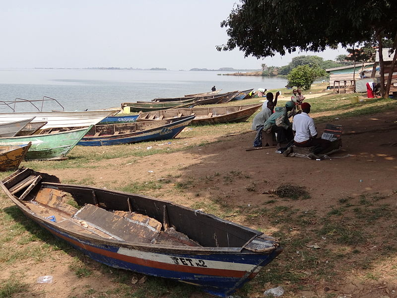 File:Scene in Fishing Village along Shore of Lake Victoria - Entebbe - Uganda.jpg
