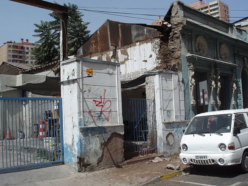 Archivo:Schäden Santiago Erdbeben 2010.JPG