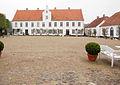 Schloss Glücksburg Wirtschaftshof mit Kavaliershaus und Waschhaus.jpg