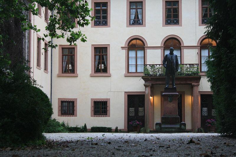 File:Schloss Lich 1.jpg