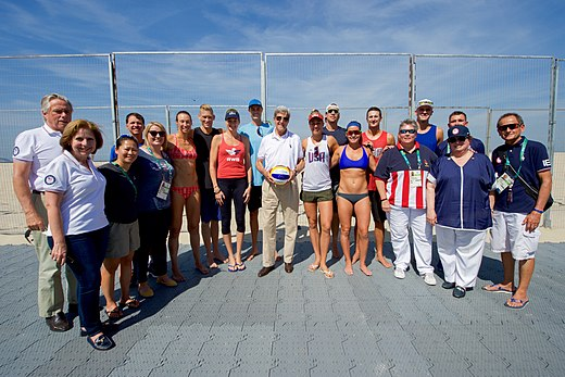 Secretary Kerry Poses For A Photo With U.S. Olympic Women's Beach Volleyball Players (28521609030).jpg