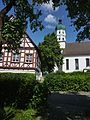 Seekirch - Kirche und Fachwerkhaus.jpg